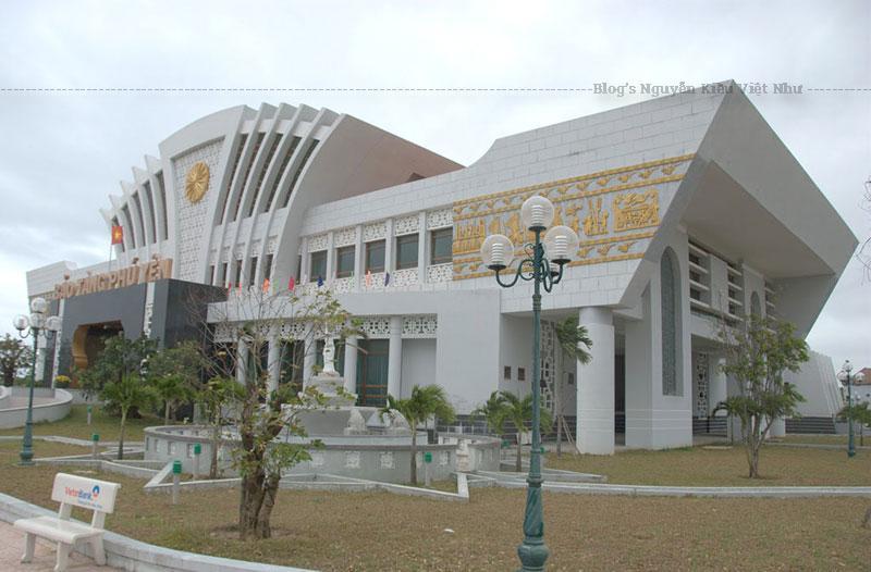 Bảo tàng Phú Yên tạo ấn tượng với du khách từ cái nhìn đầu tiên thông qua kiến trúc tổng thể rất hiện đại.
