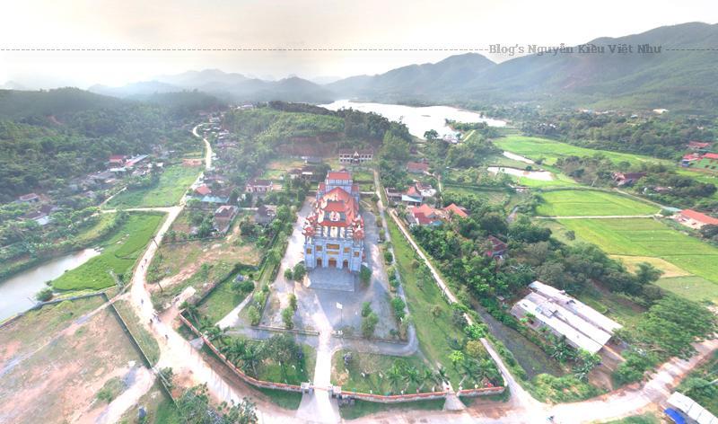 Giáo xứ Gia Hưng thành lập năm 1890, thuộc địa bàn xã Hưng Trạch, Bố Trạch, Quảng Bình là một trong những vùng đất được đón nhận hạt giống đức tin sớm nhất, hiện có trên 5.000 giáo dân.