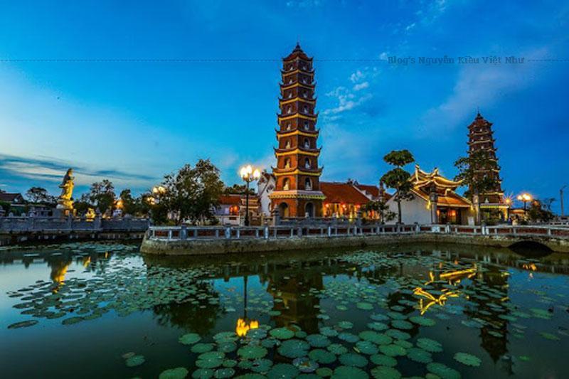 Chùa Hoằng Phúc vốn bắt nguồn từ am thờ Phật mang tên Tri Kiến Am.