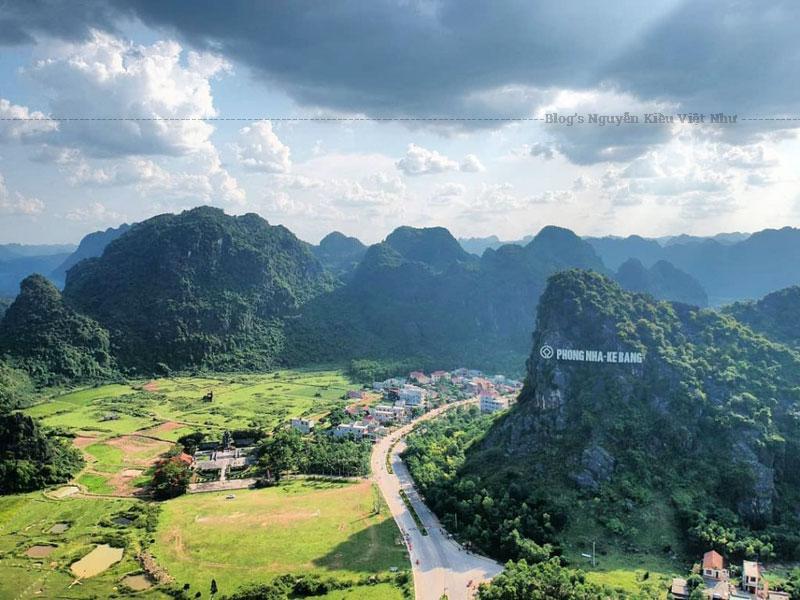 Động Phong Nha là hang động thuộc vùng núi đá vôi Phong Nha – Kẻ Bàng. Là điểm đến hấp dẫn và nổi tiếng của Du lịch Quảng Bình.