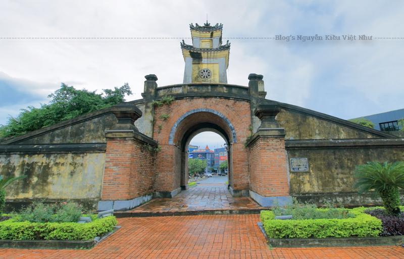 Quảng Bình Quan bị quân đội Pháp phá hủy khi họ rút khỏi Đồng Hới năm 1954, sau đó được xây lại gần giống như cũ.