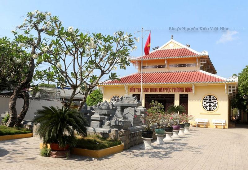 Hay tin Trương Định tuẫn tiết, vua Tự Đức sai truy tặng ông phẩm hàm, và năm 1871 lại cho lập đền thờ ông tại Tư Cung (Quảng Ngãi), nơi ông sinh trưởng và giao cho các quan tỉnh Quảng Ngãi tế tự hàng năm. Tuy nhiên trong chiến tranh, ngôi đền đã bị hư hại.