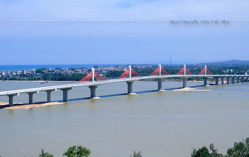 Cầu Cổ Lũy kết nối giao thông và rút ngắn khoảng cách đi lại giữa hai xã Tịnh Khê và Nghĩa Phú từ 20km xuống còn 2,5km. Đây là cây cầu văng đầu tiên bắc qua dòng sông Trà Khúc và cũng là cây cầu lớn nhất trên địa bàn tỉnh Quảng Ngãi đến thời điểm hiện tại.