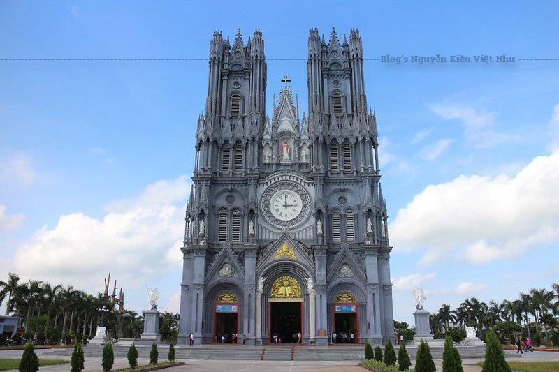 Ngày 26/08/1735, dưới thời Lê - Trịnh, cha thánh Phanxicô Tế được cử về coi xứ Kẻ Mèn và xứ Bác Trạch.