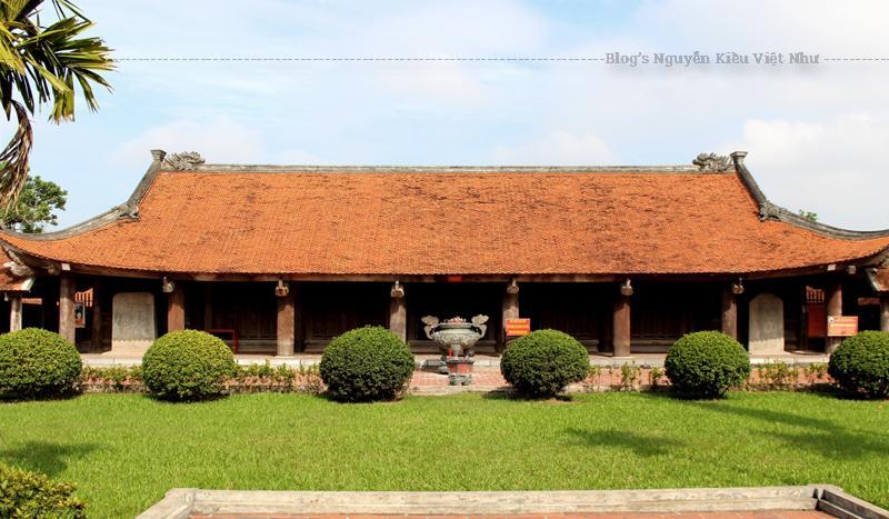 Chùa ngoài thờ Phật, còn thờ Không Lộ - Lý Quốc Sư. Toàn bộ công trình đều làm bằng gỗ lim và là nơi được các nghệ nhân điêu khắc thời nhà Hậu Lê chạm khắc rất tinh xảo.
