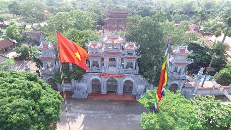 Đền Tiên La tọa lạc tại thôn Tiên La, xã Đoan Hùng (huyện Hưng Hà, tỉnh Thái Bình) trên một diện tích khoảng 4000 m². Mặt trước đền hướng ra phía con sông Tiên Hưng.