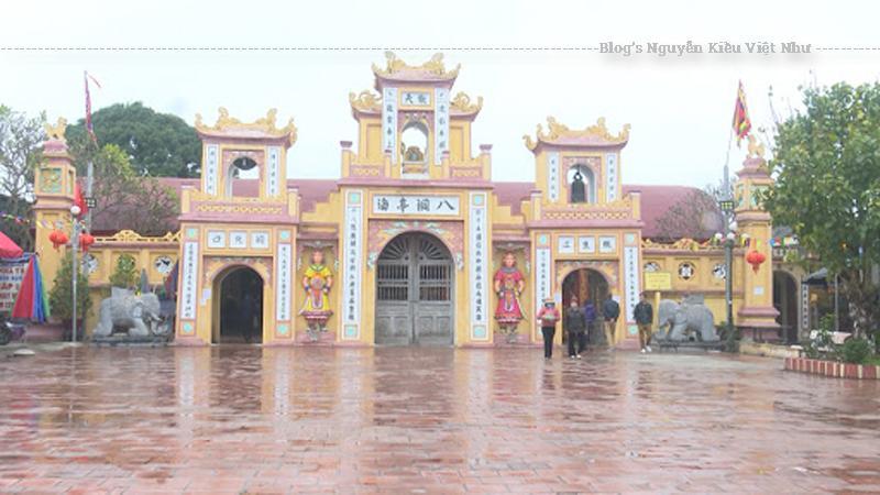 Đền Đồng Bằng là một bảo tàng mỹ thuật điêu khắc gỗ tuyệt đẹp, một điểm du lịch hấp dẫn của vùng quê lúa Thái Bình.