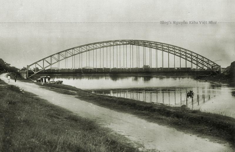Cầu Hàm Rồng có vị trí giao thông rất quan trọng là cầu đường sắt duy nhất đi qua sông Mã.