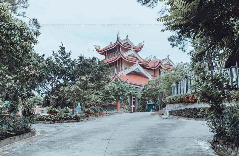 Thiền viện chính là nơi hội tụ những tinh hoa của Phật giáo nói chung – Thiền phái Trúc Lâm nói riêng, một điểm du lịch tâm linh hấp dẫn cho du khách đến với xứ Thanh.
