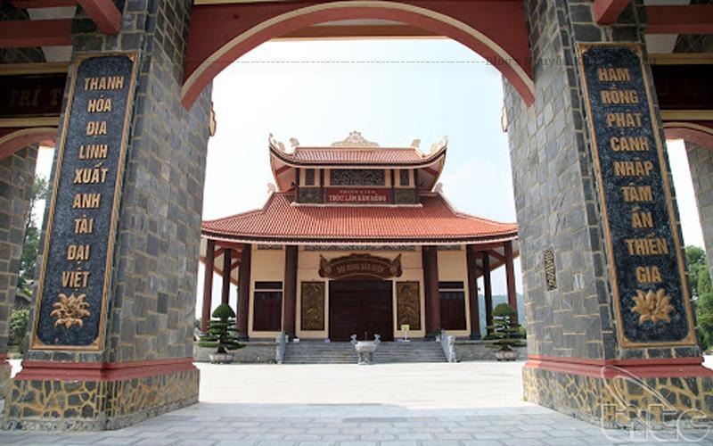 Thiền Viện Hàm Rồng còn là nơi khôi phục và gìn giữ dòng Thiền Trúc Lâm Yên Tử, do Đức Phật hoàng Trần Nhân Tông khai sáng từ hơn 700 năm nay.