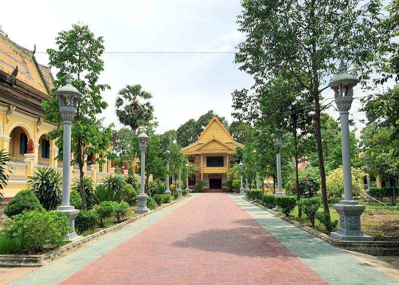 Chùa Ông Mẹt chính là trung tâm đào tạo nhiều thế hệ tăng tài, có nhiều đóng góp cho sự phát triển Phật giáo nói riêng, văn hóa dân tộc Khmer nói chung và lịch sử đấu tranh cách mạng của cộng động các dân tộc Trà Vinh.