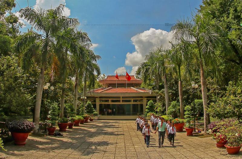 Ngày 5 tháng 9 năm 1989, Đền thờ Chủ tịch Hồ Chí Minh ở Long Đức (Trà Vinh) đã được công nhận là di tích lịch sử cách mạng cấp quốc gia, và được chính quyền tỉnh Trà Vinh chọn làm biểu trưng của tỉnh.