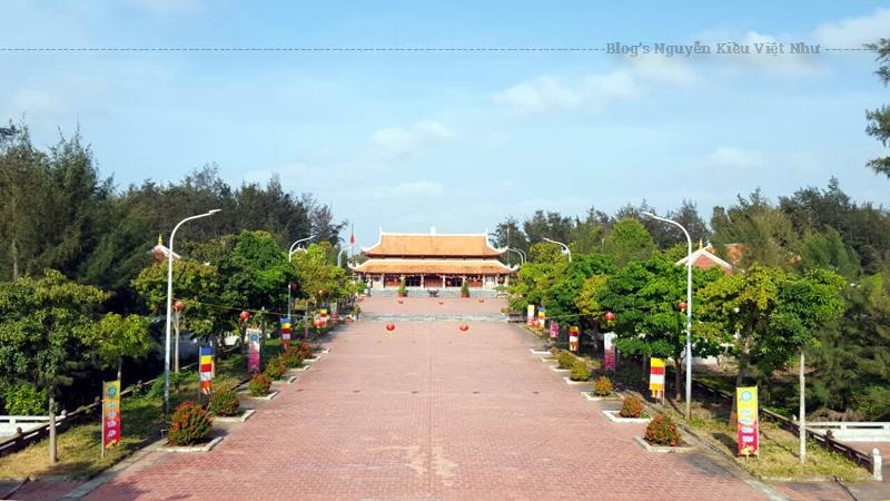 Thiền Viện Trúc Lâm Trà Vinh được xây dựng với mong muốn khôi phục những giá trị văn hóa phật giáo truyền thống theo Thiền phái Trúc Lâm Yên Tử của Phật hoàng Trần Nhân Tông, đồng thời tạo điều kiện cho tăng ni, phật tử hữu duyên tu thiền.