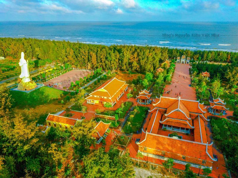 Thiền viện Trúc lâm Trà Vinh là ngôi thiền viện đầu tiên thuộc phái Trúc lâm Yên Tử của tỉnh Trà Vinh.