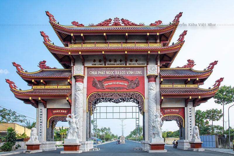 Chùa Phật Ngọc Xá Lợi được xây dựng từ năm 1970 với diện tích là 1,7ha, do cố Hòa Thượng Thích Thiện Hoa trụ trì. Đến tháng 04/1975, do hoàn cảnh khách quan, việc thi công phải tạm dừng.