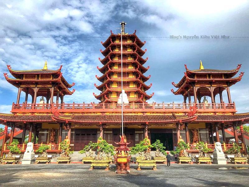 Chùa Phật Ngọc Xá Lợi Vĩnh Long có ý nghĩa về mặt tâm linh, trở thành điểm tham quan chiêm bái hấp dẫn. Góp phần quảng bá hình ảnh du lịch Vĩnh Long trên khắp cả nước.