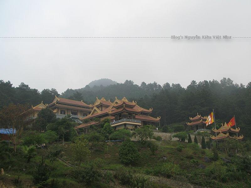 Thiền viện Trúc Lâm Tây Thiên xây dựng trên nền của một thiền tự cổ (Thiên Ân Thiền Tự) có từ thế kỷ 3.