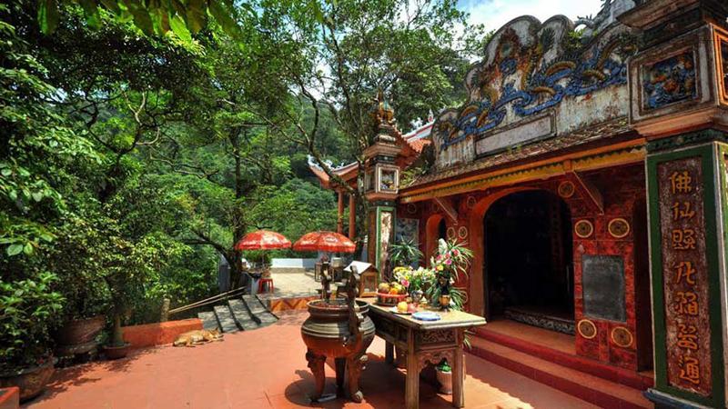 Đền bà Chúa Thượng Ngàn là một trong những điểm đến nổi tiếng của du lịch Tam Đảo.