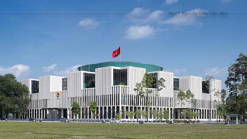 Nhà Quốc hội hay Tòa nhà Quốc hội Việt Nam, còn có tên Hội trường Ba Đình mới là trụ sở làm việc và nơi diễn ra các phiên họp toàn thể của Quốc hội Việt Nam.