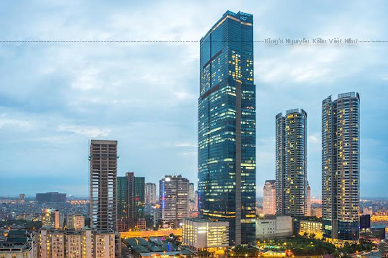 Landmark 72 với diện tích hơn 300 000 m² - là tòa nhà cao nhất Việt Nam từ năm 2010-2018 (350m), nơi đây có thể được coi là biểu tượng cho sự tăng trưởng kinh tế của Việt Nam, đặc biệt là sự tăng trưởng về xây dựng cũng như ngành công nghiệp dịch vụ, những ngành đang thúc đẩy mạnh mẽ sự phát triển của thành phố Hà Nội.