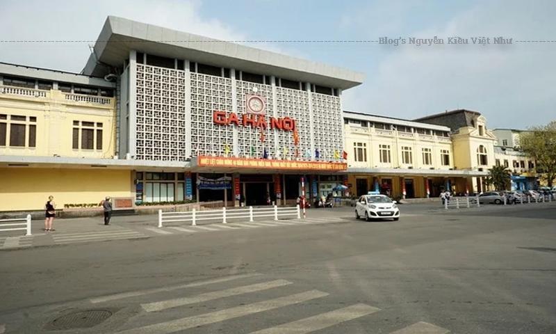 Ga Hàng Cỏ ban đầu nằm trong diện tích 216.000 m² tức hơn 21 ha, trong đó diện tích xây dựng là 105.000 m² nhà cửa, còn lại là sân ga, đường sắt. Ga Hà Nội ngày nay đã có những thay đổi cả về diện tích và các nhánh và hiện là ga đường sắt lớn nhất tại Việt Nam.