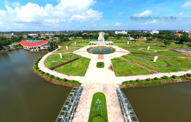 Khu di tích có diện tích 144.000m2 tọa lạc tại phường 5, TP. Vị Thanh, tỉnh Hậu Giang với các hạng mục: khu trưng bày hiện vật, trưng bày ngoài trời, cụm tượng đài, sân lễ và một số hạng mục phụ trợ.