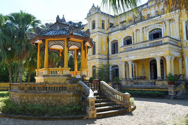 Cung An Định được sử dụng như một khu nhà tập thể cho gia đình các giáo sư Đại học Huế và bị xuống cấp nghiêm trọng cho đến năm 2001 mới được phục hồi, trùng tu.