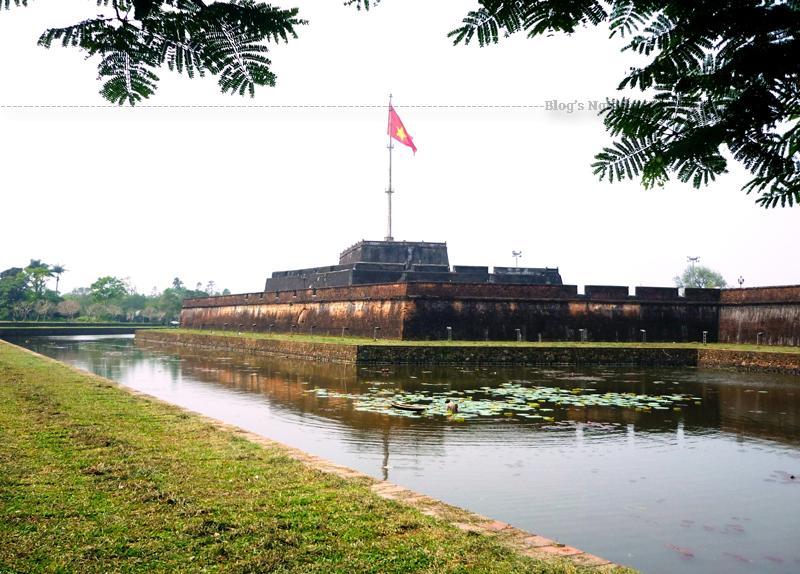 Kỳ đài được xây dựng vào năm Gia Long thứ 6 (1807) cùng thời gian xây dựng kinh thành. Đến thời Minh Mạng, Kỳ Ðài được tu sửa vào các năm 1829, 1831 và 1840.