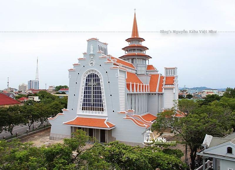 Các vị thừa sai này đã chọn ngày Lễ Đức Mẹ Vô Nhiễm Nguyên Tội (8 tháng 12) năm 1925 làm ngày khai sinh cộng đoàn Tu Viện Đức Mẹ Hằng Cứu Giúp tại Huế.