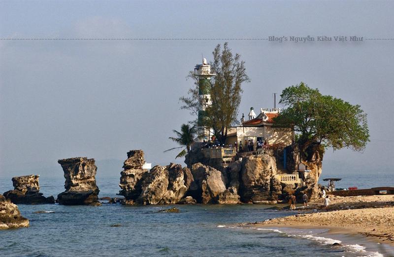 Theo tìm hiểu chúng tôi được biết Dinh Cậu có liên quan đến đạo thờ Mẫu. Điều này chứng tỏ từ khi mở đất người Việt đã đặt chân lên Phú Quốc và đặt nền móng cho văn hóa Việt bén rể ở vùng đảo xa này.