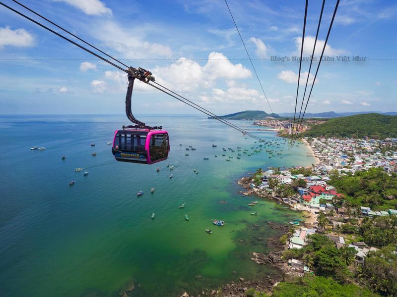 Tuyến cáp treo nằm ở phía nam đảo Phú Quốc, cách phường Dương Đông khoảng 25 km.