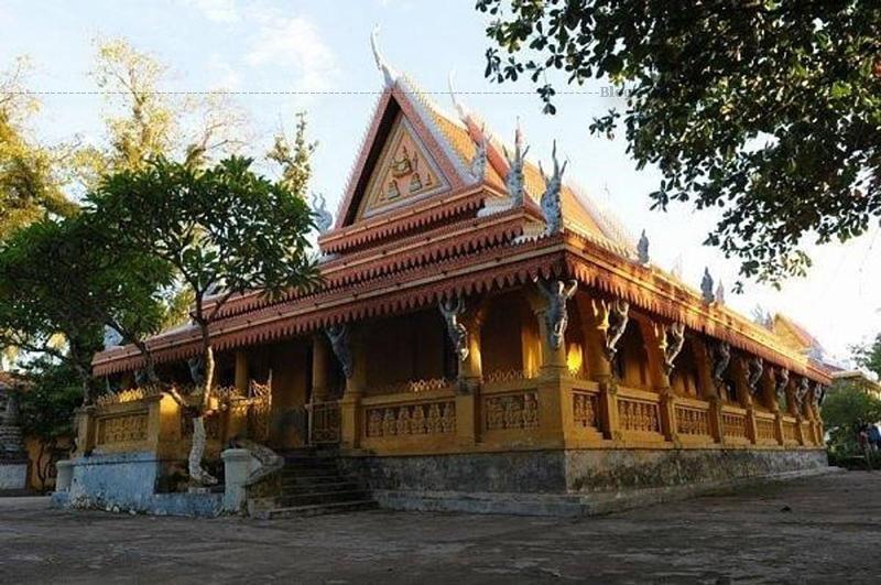 Kiến trúc chùa mang đậm dấu ấn của phong cách Khmer.