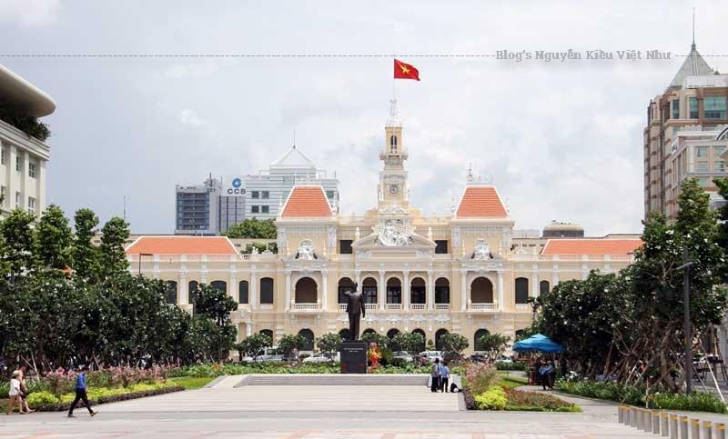 Địa chỉ hiện nay là số 86 đường Lê Thánh Tôn, Phường Bến Nghé, Quận 1, nằm ngay đầu đường Nguyễn Huệ hướng ra sông Sài Gòn.