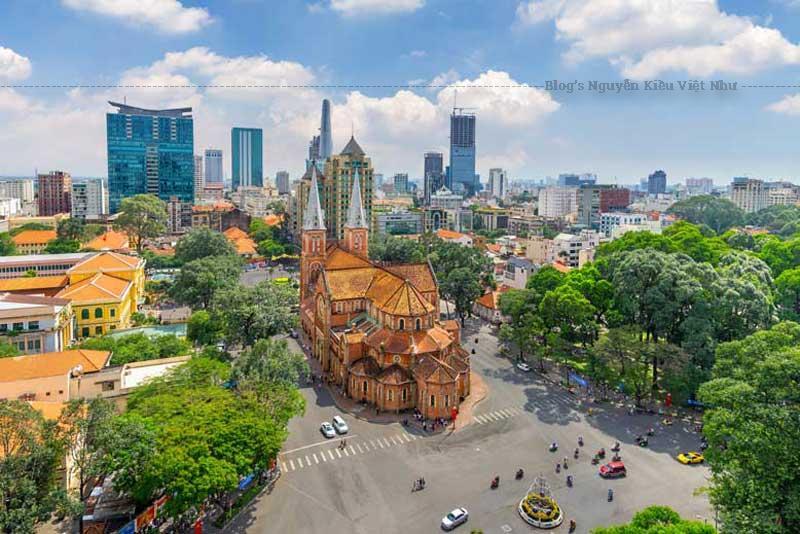 Ngay sau khi chiếm Sài Gòn, thực dân Pháp đã cho lập ngôi nhà thờ dùng chỗ cử hành Thánh lễ cho người theo đạo Công giáo.
