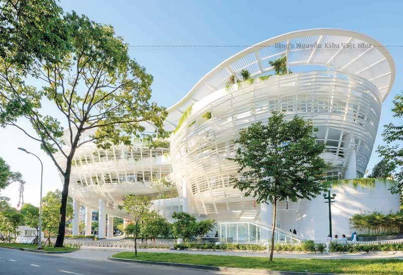 Yếu tố nhiệt đới rất được chú trọng trong thiết kế kiến trúc. Các không gian đều thoáng và sáng tự nhiên.