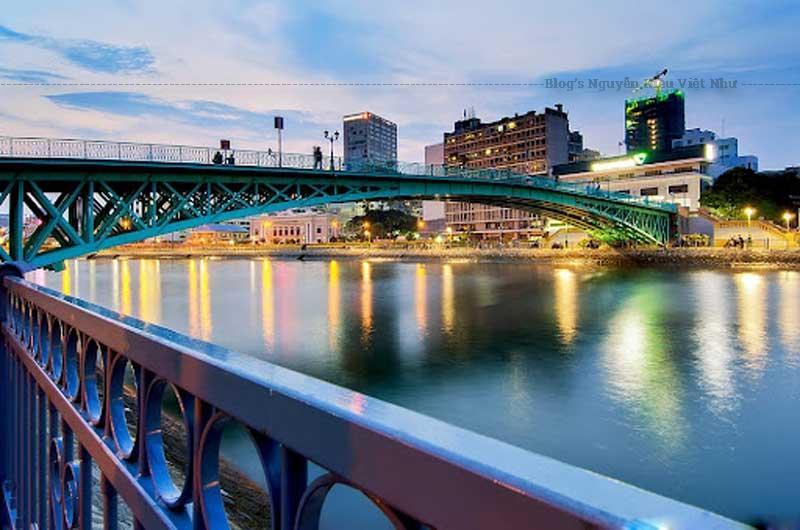 Vào những năm 2000, khi công trình đại lộ Đông Tây và đường hầm sông Sài Gòn được thi công, Cầu Mống đã được tháo dỡ hoàn toàn.