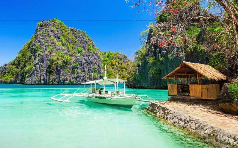 Philippines có những phong cảnh hữu tình với vô vàn hòn đảo nhỏ và cung đường biển đẹp đến ngẩn ngơ,…