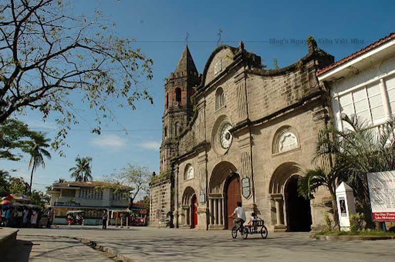 Năm 1884, trong buổi lễ kỷ niệm của Flores de Mayo (Nuestra Señora del Carmen), Patroness of the Parish, nhà thờ tạm thời đã bị đốt cháy.