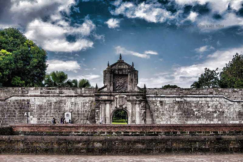 Cấu trúc này là một nguồn mốc tuyệt vời của lịch sử và giới thiệu di tích lịch sử vẫn còn như pháo, đạn dược, khu quân đội, kênh đào và các ký ức lịch sử khác.