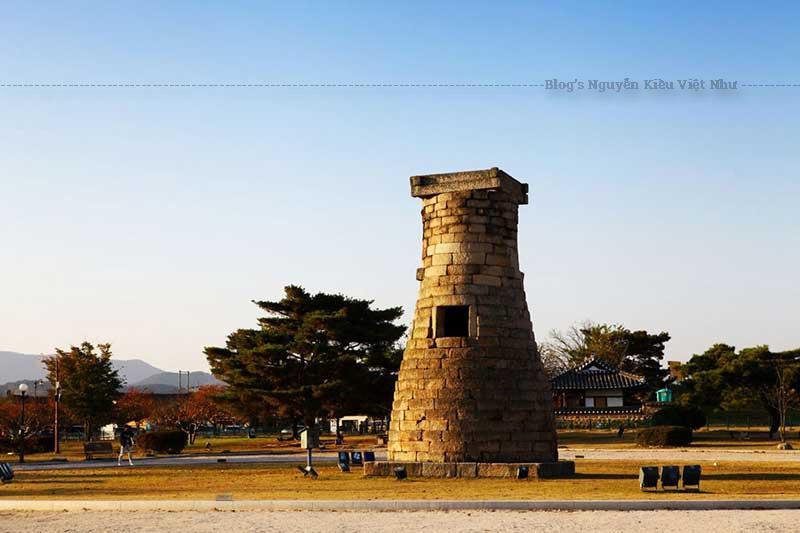 Phong cách xây dựng của nó giống hệt với cách xây dựng tại chùa Phân Hoàng (Bunhwangsa) ở Gyeongju.