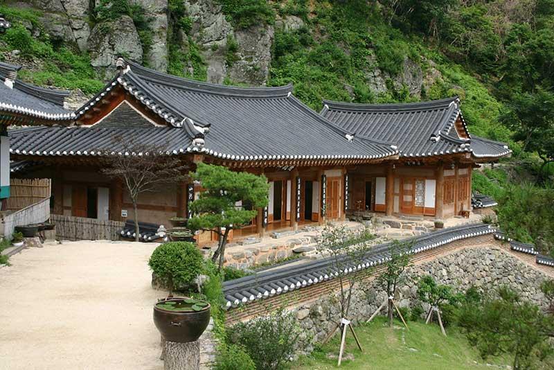 Cấu trúc của Hanok cũng được phân loại theo tầng lớp xã hội.